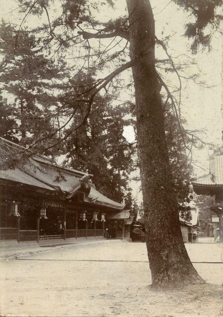 明治後期・津島神社正殿前