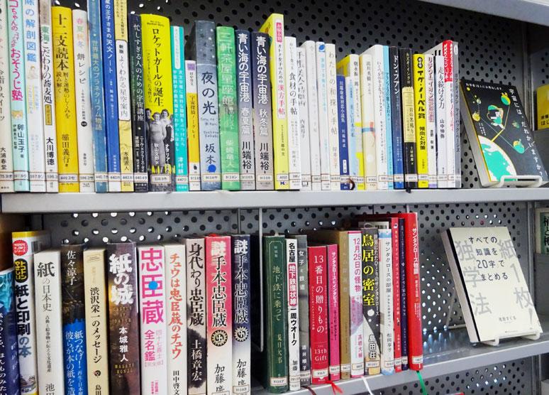 「12月の本」コーナーの本