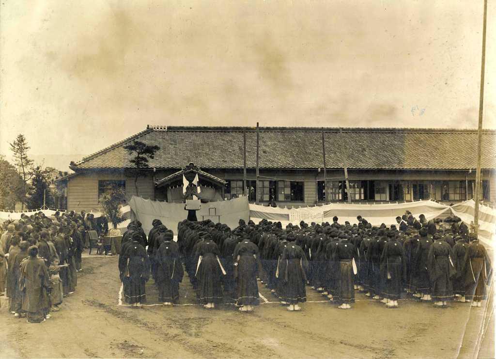 津島高等女学校の歴史写真 校舎新築落成式