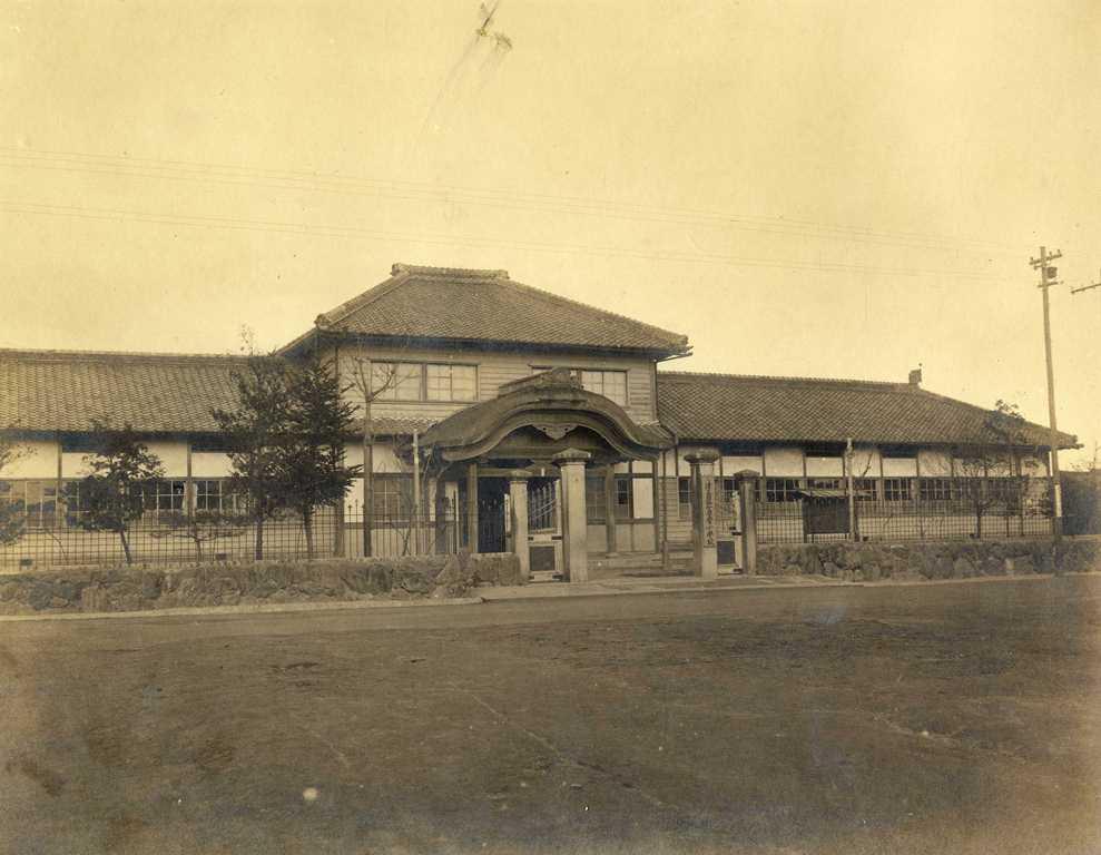 津島市立南小学校の歴史写真 津島第一尋常小学校 校舎