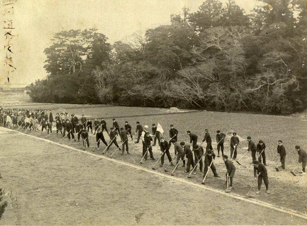 西小学校の歴史写真 津島第二尋常小学校(大和町)第1回道路愛護デー