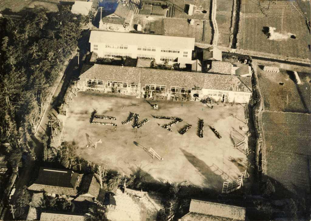 津島市立蛭間小学校の航空写真