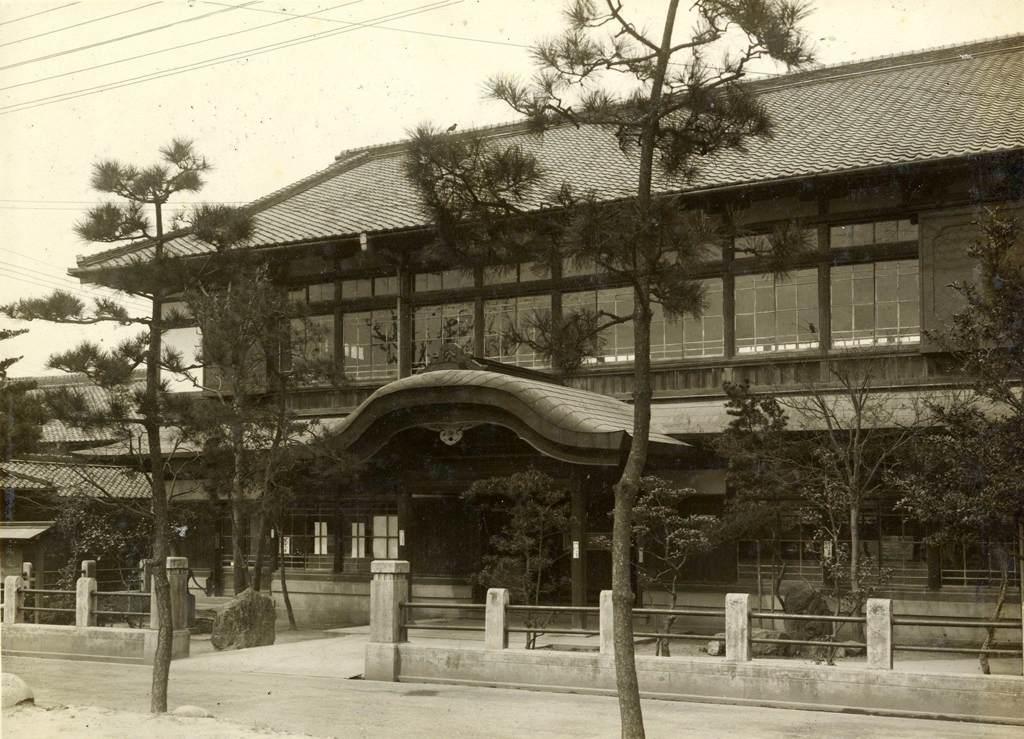街中の風景 図書館 津島町立図書館